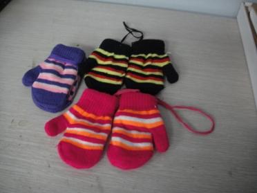 Baby's mitten gloves